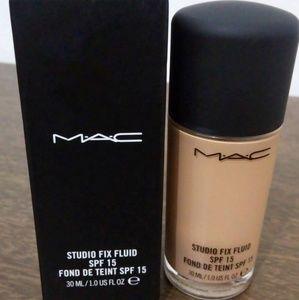 MAC Studio Fix Fluid Foundation NC30
